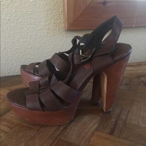 MICHAEL KORS Brown Wood Strappy Sandals 6M